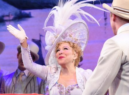 Bette Midler, Hello Dolly, Close Up