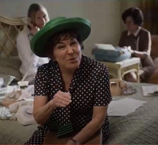 Videos de Gloria's X 5 - Bette Midler and Julianne Moore