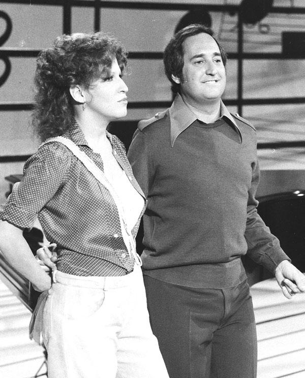 Midler and Sedaka rehearsing