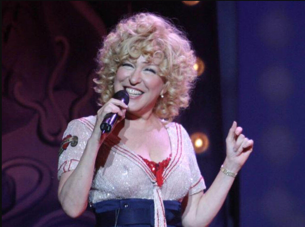 Bette Midler - Kiss My Brass Concert (Madison Square Garden 2004)