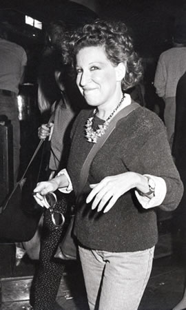 Bette Arriving At MTV Party 1984 - Photo: R. Galella